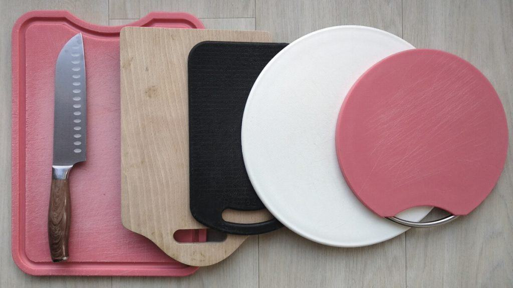 wooden and plastic cutting boards profamilychef.com