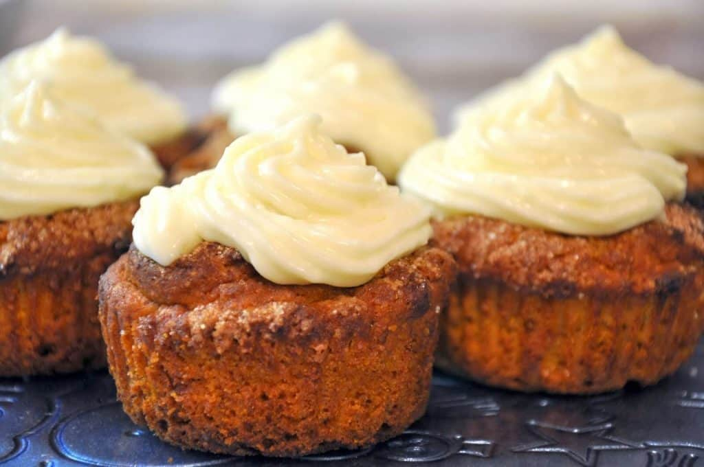 Muffins with cream cheese frosting