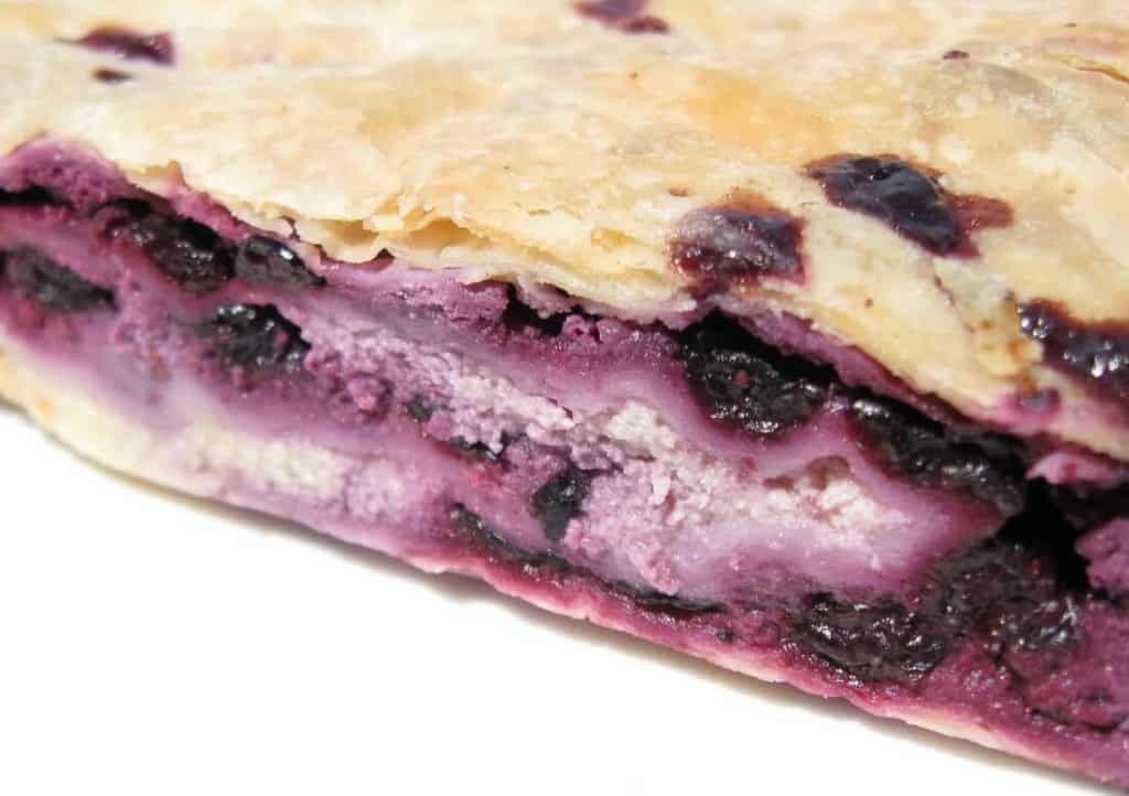 Phyllo pastry with blueberry and cottage cheese